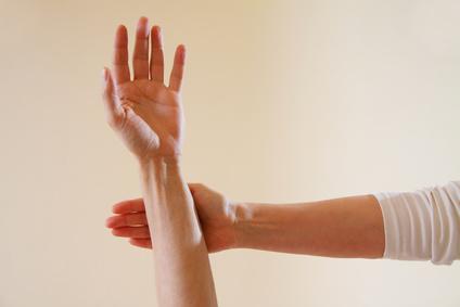 zwei Hände Kinesiologie